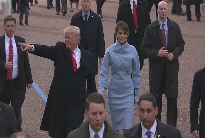 .@POTUS and @FLOTUS walk along Pennsylvania Avenue during the #Inauguration parade