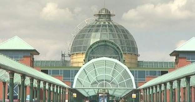 Hundreds of volunteers take part in overnight anti-terror exercise at Meadowhall: