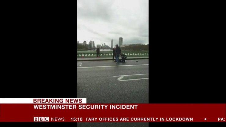 Ataque fora do Parlamento britânico em Londres deixa um morto; polícia trata como terrorismo