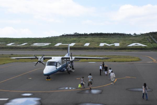 test ツイッターメディア - 【神津島へ行こう】東京都・調布飛行場から19人乗りのプロペラ機で約40分。1日3~4便で片道約15000円。京王線の調布駅からタクシー10分またはバスで15分程。詳しくは「新中央航空」で検索。https://t.co/fQ8Tap4LLl