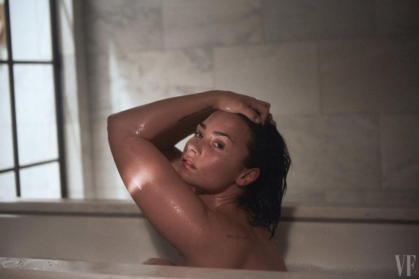 Foto Bugil Demi Lovato Di Kamar Hotel Manhattan - Vanity Fair