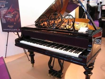 test ツイッターメディア - Bluthner(ブリュートナー) ドイツのメーカー。スタインウェイやベヒシュタインと同い年。アリコート方式という、高音域に打弦しない4本目の弦を張る構造で特許を持つ。ビートルズの「Let It Be」にこのピアノが使われている。 https://t.co/SmkfaUvh8K