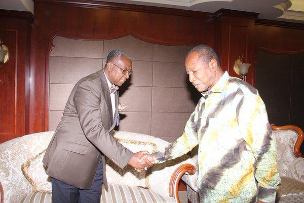 conakrylemag @conakrylemag 1 hil y a 1 heure Que faisaient Marie Madeleine et Georges Ghandi à Sékoutouréyah? http://dlvr.it/CdLS8J #Guinée #Team224