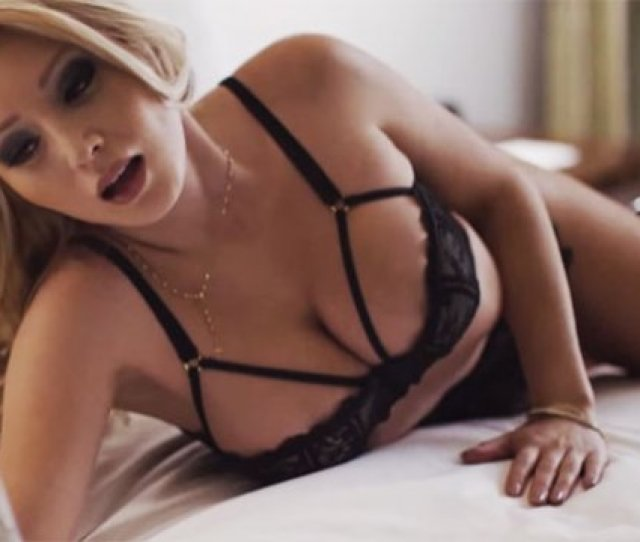 Video Modelo Daniella Chavez Protagoniza Sensual Video De Ex Reggaeton Boys Https