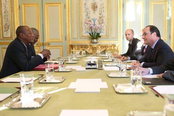 Un diner à l'Elysée c'est le reve de tout président africain. Ici le Président Hollande recevant son homologue guinéen Alpha Condé.