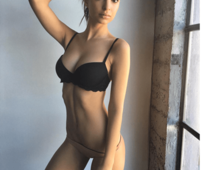 Si Swimsuit Girl Emrata Shows Off Her Insane Body