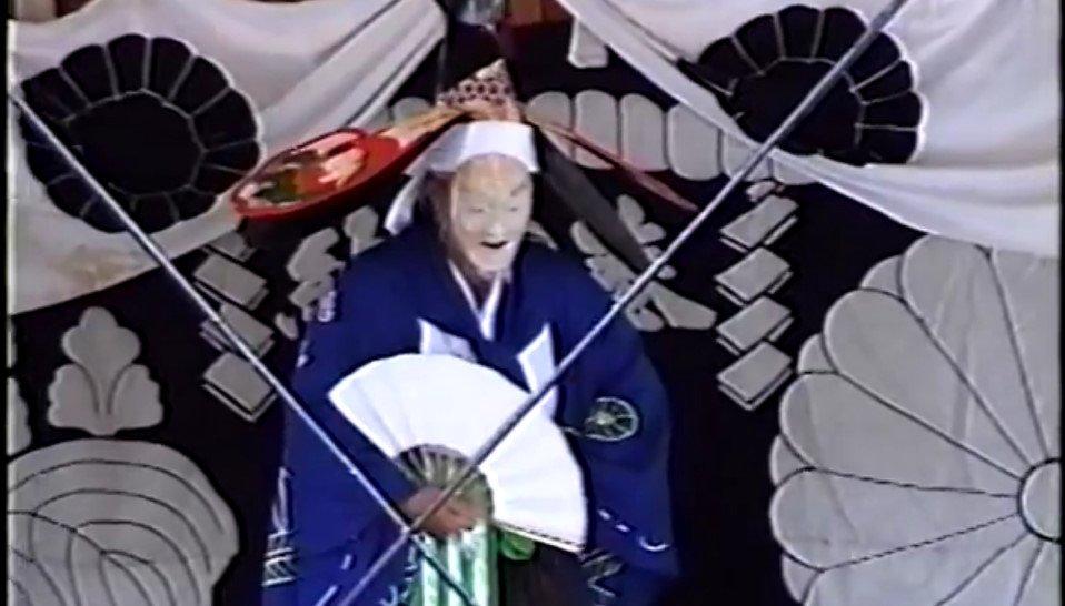 test ツイッターメディア - 【定時】翁舞は白翁の舞とも言い、岩戸にお隠れになった天照大御神を天児屋根命が舞い慰めたという最高の神舞である。千年を生きる鶴、万年を生きる亀のように長生きできるようにと語り舞う、延命長寿を祈る神秘口伝の祈祷舞である。https://t.co/1xPaugmLm1