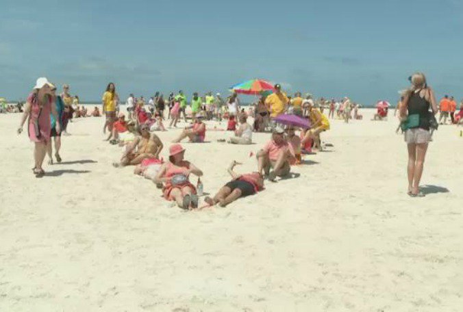Floridans gather to oppose offshore drilling #HandsAcrosstheSand  @sbelsole