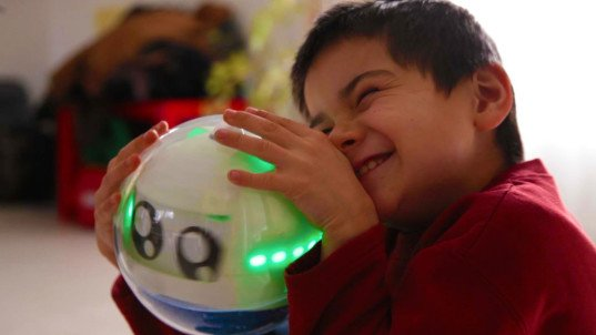 Leka is an interactive robot that helps children with autism engage with the world  #IoT
