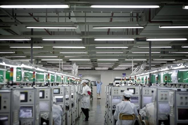 Apple supplier Foxconn just replaced 60,000 employees with robot workers  #FashionTech #IoT