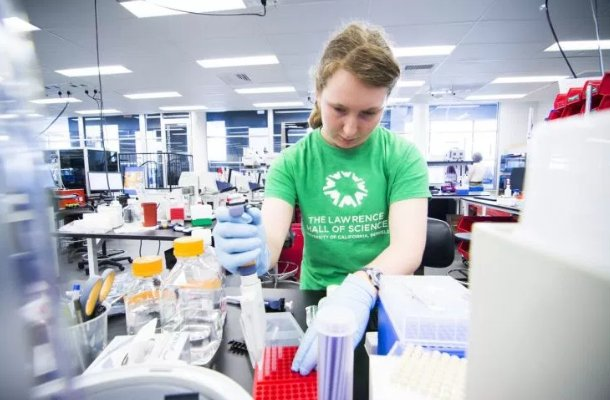 Ginkgo Bioworks grabs $100 million in financing to buy a whole lot of synthetic DNA