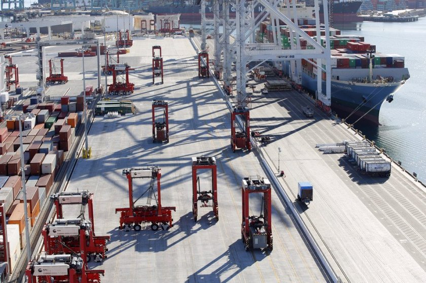 Massive robots keep docks shipshape   #Robotics #IoT #AI via @WSJ