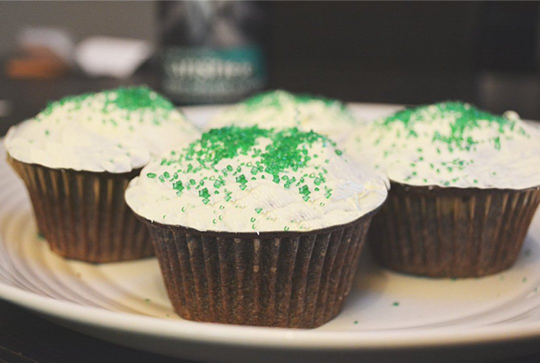 Make your own Irish cream stout cupcakes by @oldyalebrewing in @TheFraserValley