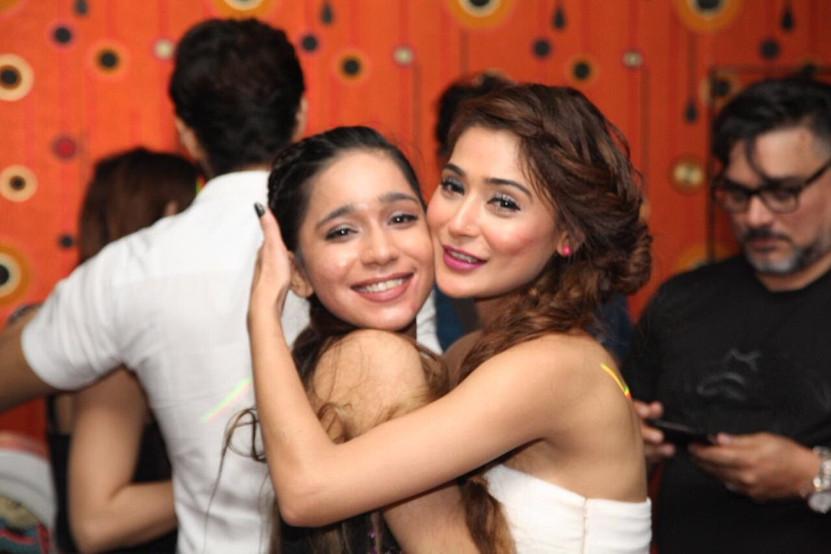 Image result for sara khan with sister