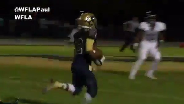 WATCH: He sticks the landing and keeps going!  @alonsohigh @SHS_Gryphons @ALONSOFOOTBALL
