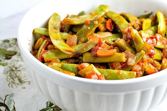 Farmer\'s market favorite! Romano Beans w/ Tomatoes, Middle Eastern style �
