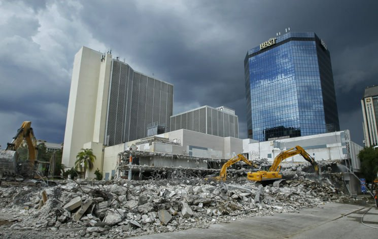 Workers are taking down an entire block of downtown St. Petersburg. Here's how:  @TB_Times