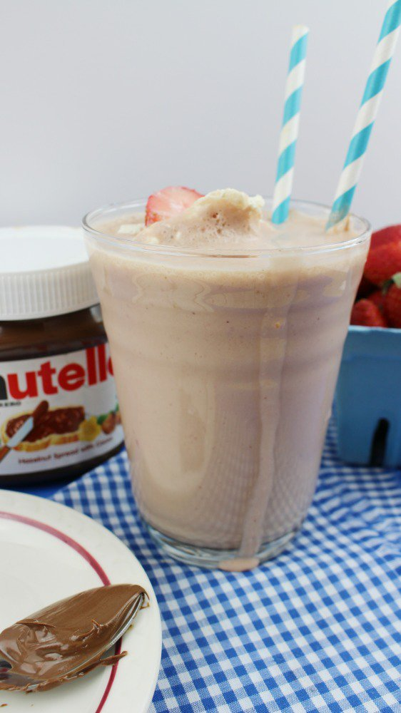 Check out this easy & yummy strawberry Nutella smoothie recipe!