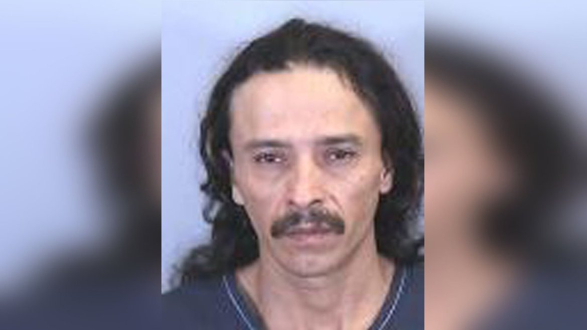 Handcuffed man escapes from Manatee County deputies.
