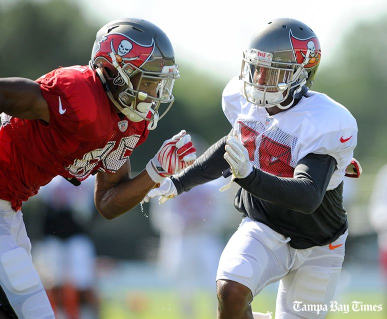 Bucs top pick Vernon Hargreaves earns time with the starting defense.  #Bucs #Gators #Wharton