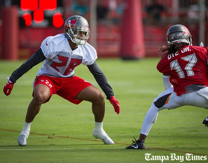 Bucs see confidence building in rookie Vernon Hargreaves.  #Bucs #Gators #Wharton #VH3