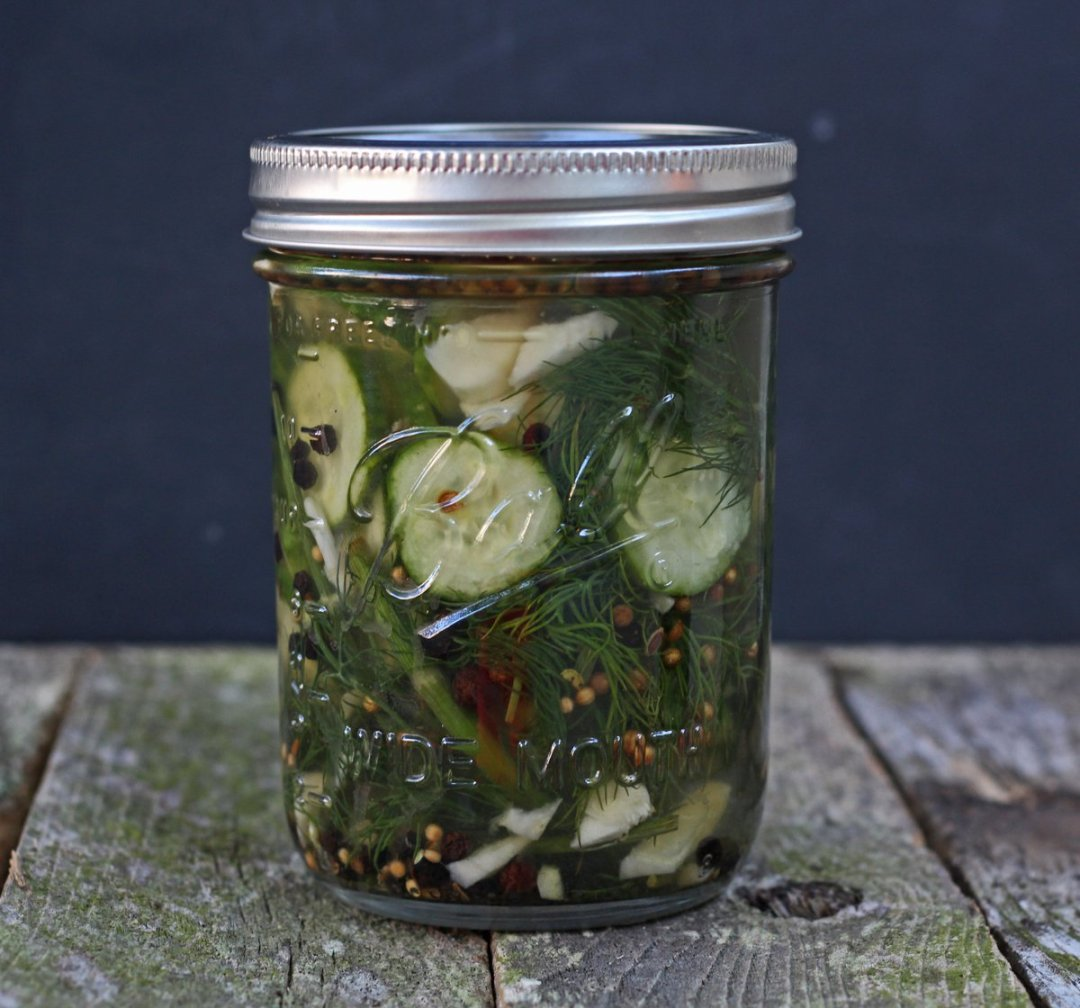Quick & easy homemade refrigerator pickles ! Use those garden cucumbers