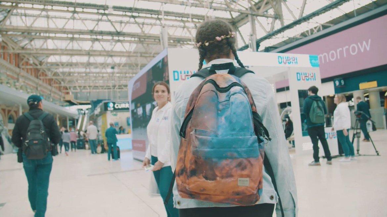 Take a virtual reality tour of Dubai at Waterloo Station #DubaiTomorrow #EmiratesHolidays