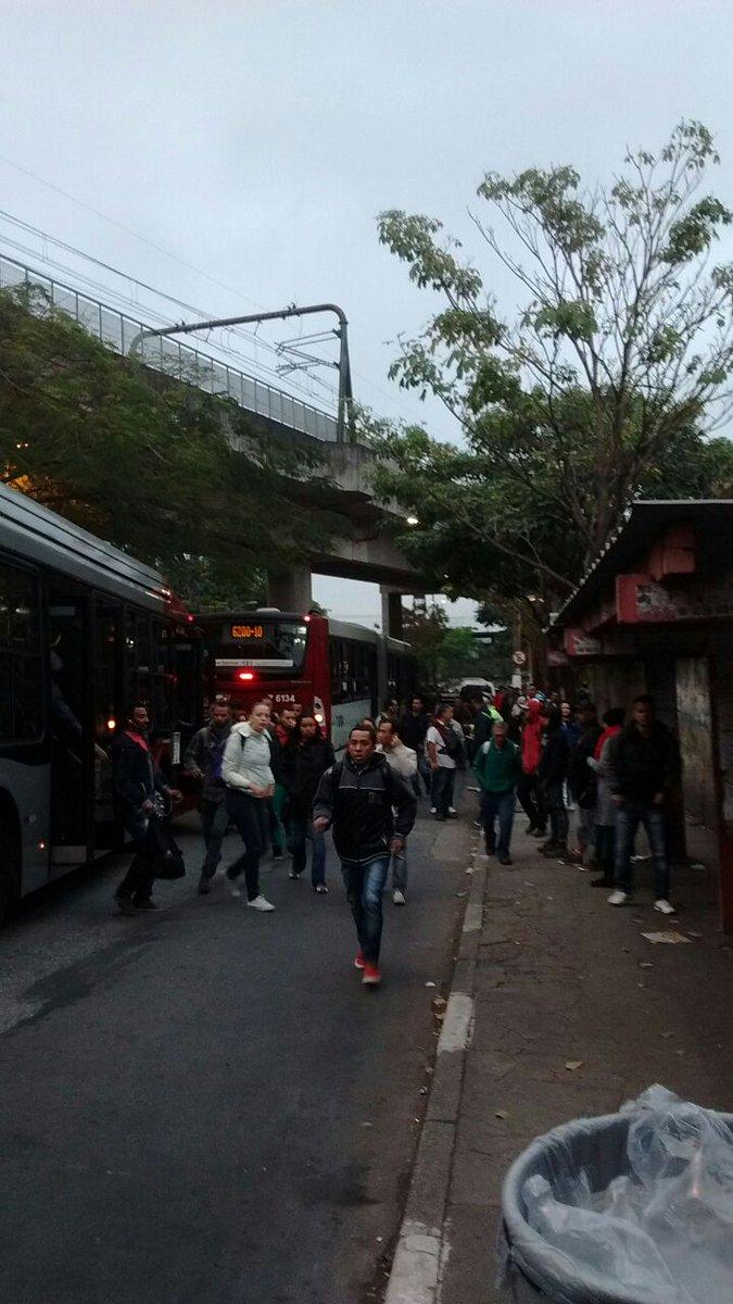 Por causa dos problemas na Linha 9-Esmeralda da CPTM, havia uma grande movimentação na Estação Santo Amaro. (Foto: Rádio Trânsito)