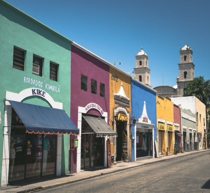 """atola visuals en Twitter: """"These colors 😍 #mexico #travelpics #sony  #sonya7rii #merida #yucatan #mayan #travellife #architecture #city  #downtown #shops #color #paint… https://t.co/YSnyJmSh2S"""""""