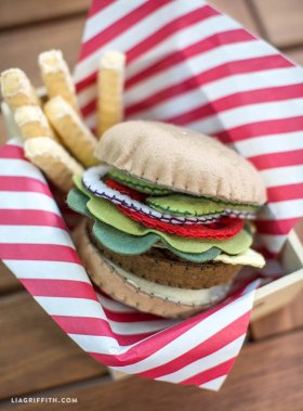 A tutorial for a fat free and high-in-fibre burger and fries! tutorial craft felt