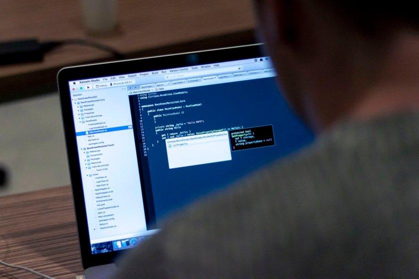 React.js pure render performance anti-pattern:  by @EsaMatti #JavaScript #reactjs