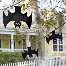 Decorate your trees with some Googly-eyed bats Halloween crafts Vladimira