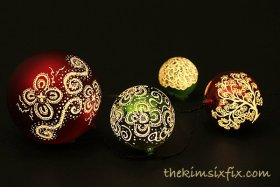 How I turned plastic dollar store ornaments into these beautiful glowing etched ones. diy