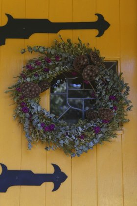 Fall DIY: Give new life to an old wreath with a little dye and wire