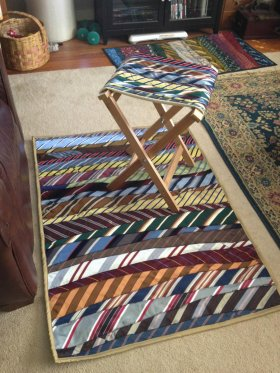 Have fun with unused neckties by making a rug. DIY