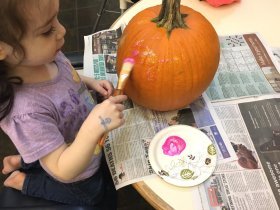 Need an easy craft for halloween? Why not try pumpkin painting! AuntyBlogger DIY