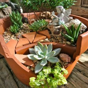 Broken flowerpot craft idea. Turn a pot into a fairy garden. arizonapottery diy craft