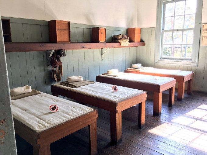"""リヲン on Twitter: """"明治村行ってきたー!例の陸軍兵舎。あのベッドは ..."""