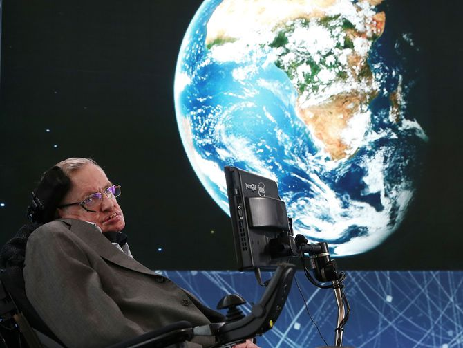Stephen Hawking says technology will devastate the middle class
