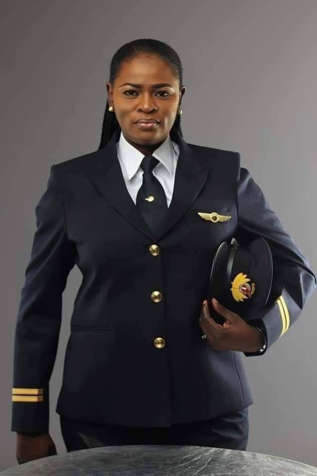 D0u11ZcXcAArixT - Meet Nigeria's first female Pilot with Qatar Airways