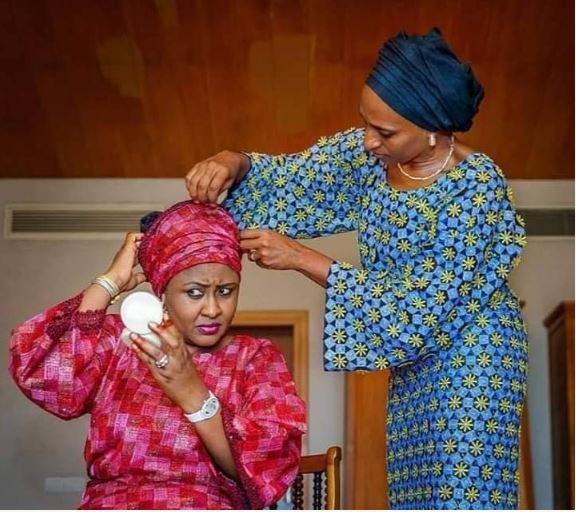 D26suK4U0AAlrzX - What this photo of Dolapo Osinbajo tying Aisha Buhari's headscarf truly means – Omokri