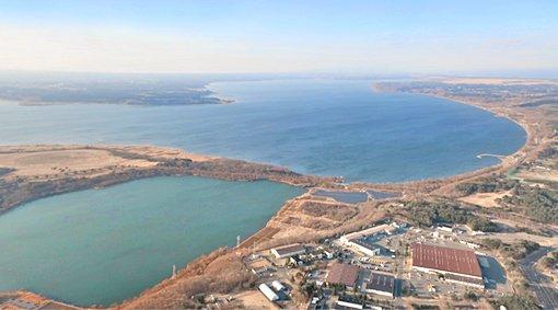 test ツイッターメディア - 今日から今週いっぱい出張です。三沢空港を離陸直後に、小川原湖が見えました。手前の姉沼は、つい最近までは全面結氷し、ワカサギ釣りを楽しむ人たちで賑わっていました。 https://t.co/PuYNNZc1wT