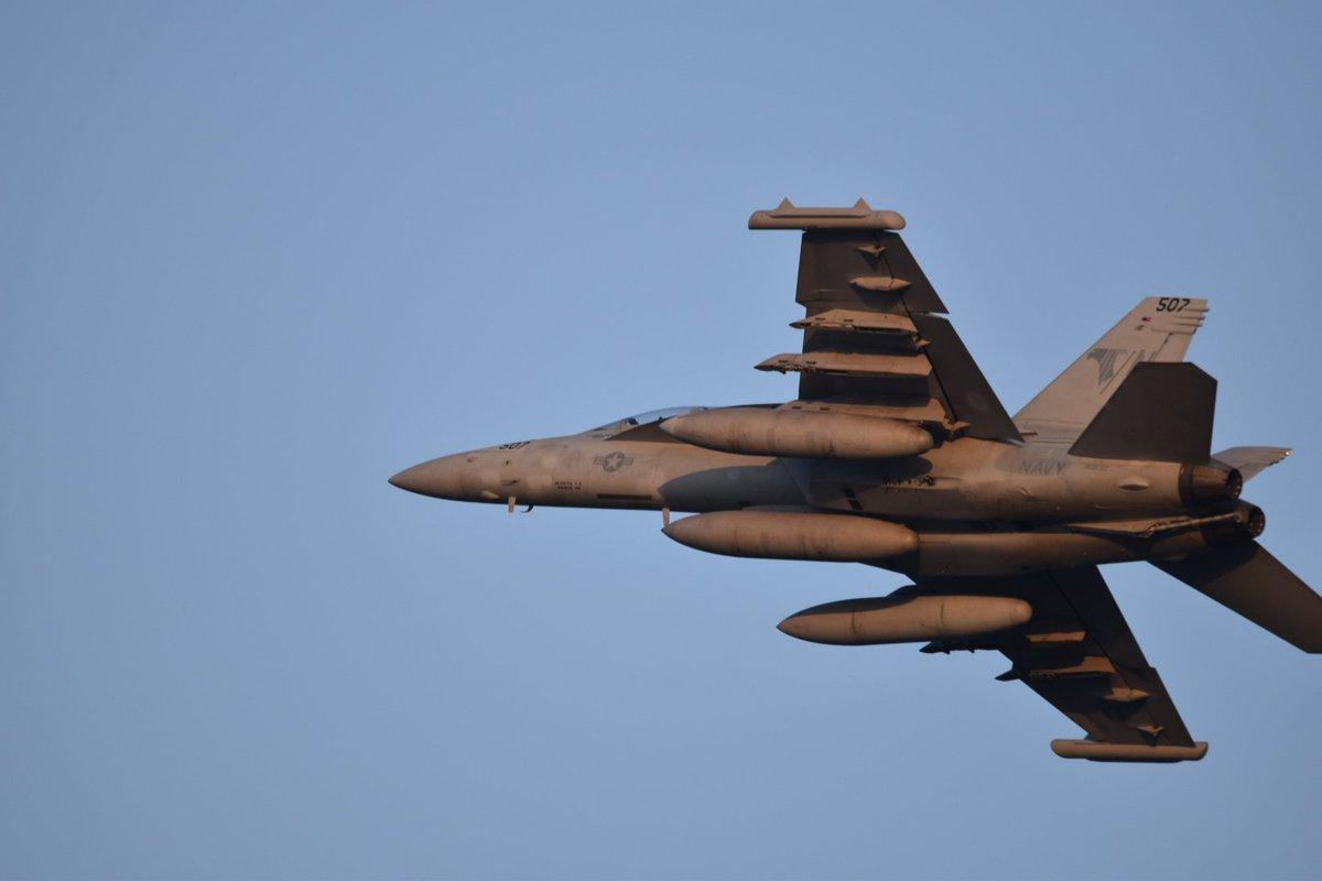 test ツイッターメディア - 夕日を浴びながらグラウラーが takeoff 明日はF35Bが飛んでくれたらなー #岩国基地 https://t.co/PhKGF3IEAY