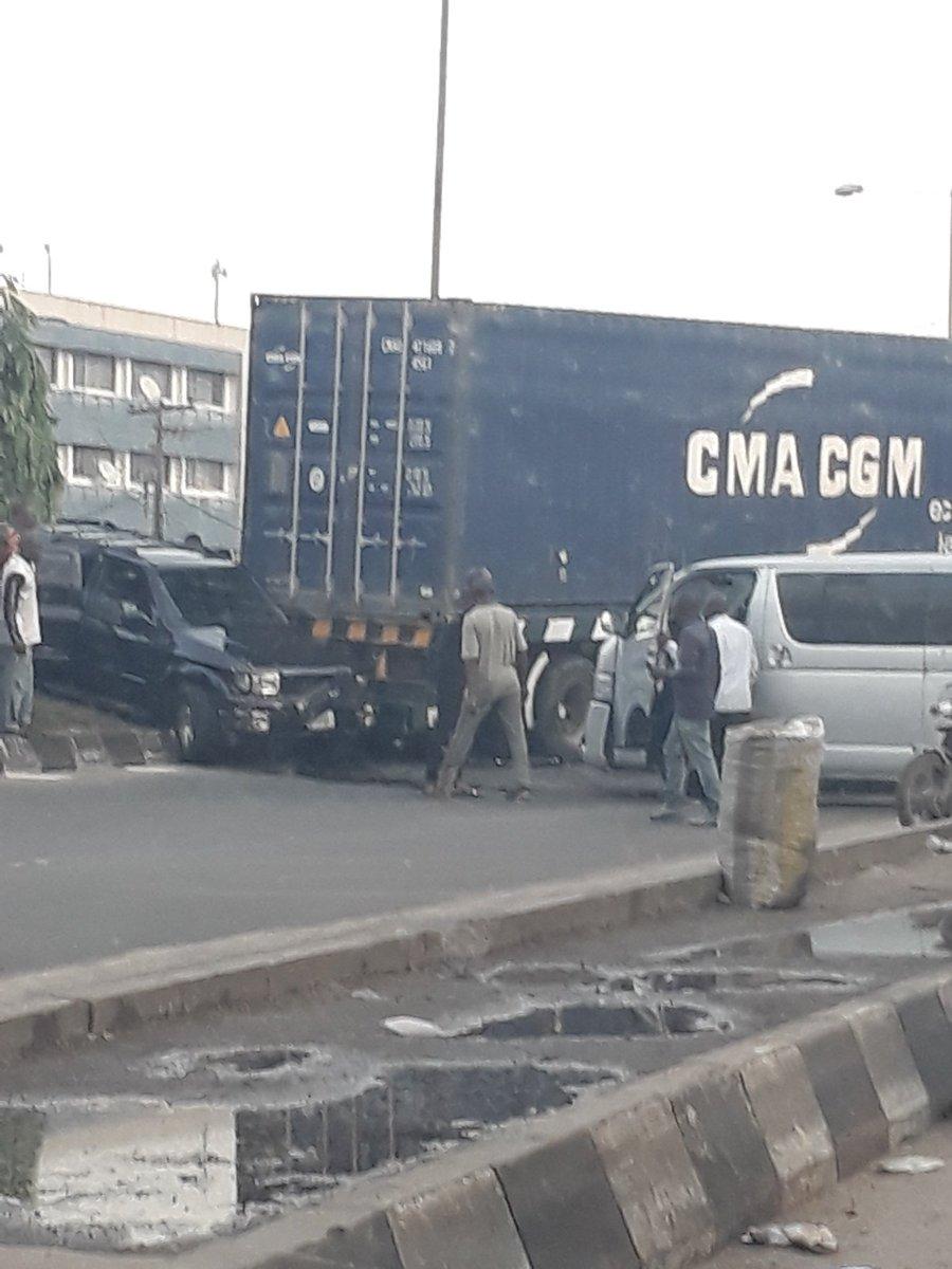 D3XmfIIWkAIAJgj - Just In: Accident At Ojuelegba Bridge