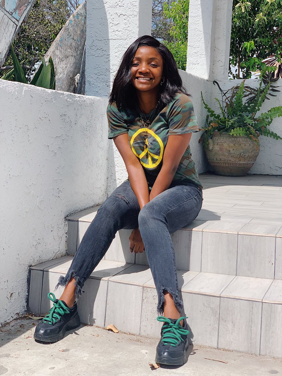 D3sqYhnUUAAd AH - Simi is all shades of cool, in new photos
