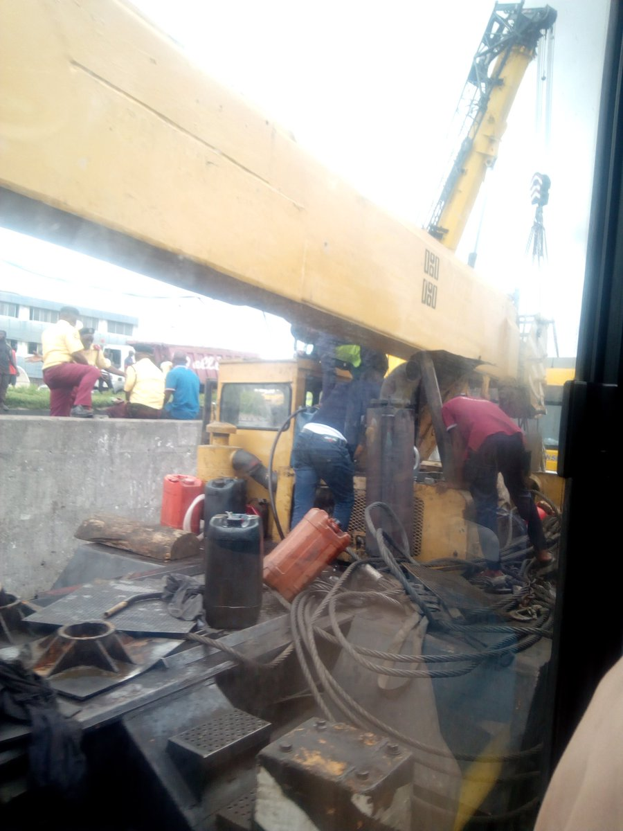 D5 NVuKW0AANU2E - Just In: Another Container Falls On Ojuelegba Bridge(Photos)