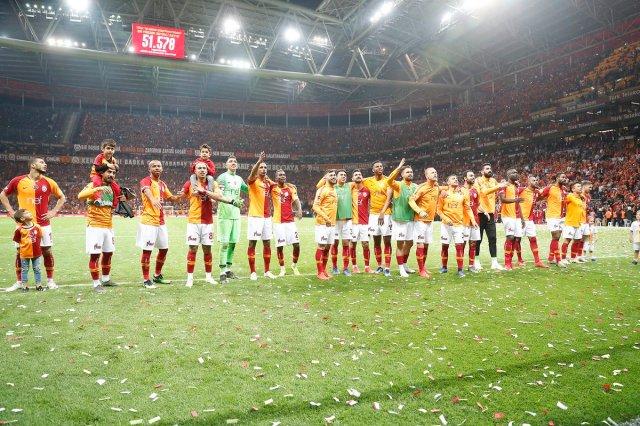 فغولي يقترب من الفوز بالدوري التركي بفوز جالطة سراي على بشكتاش 25