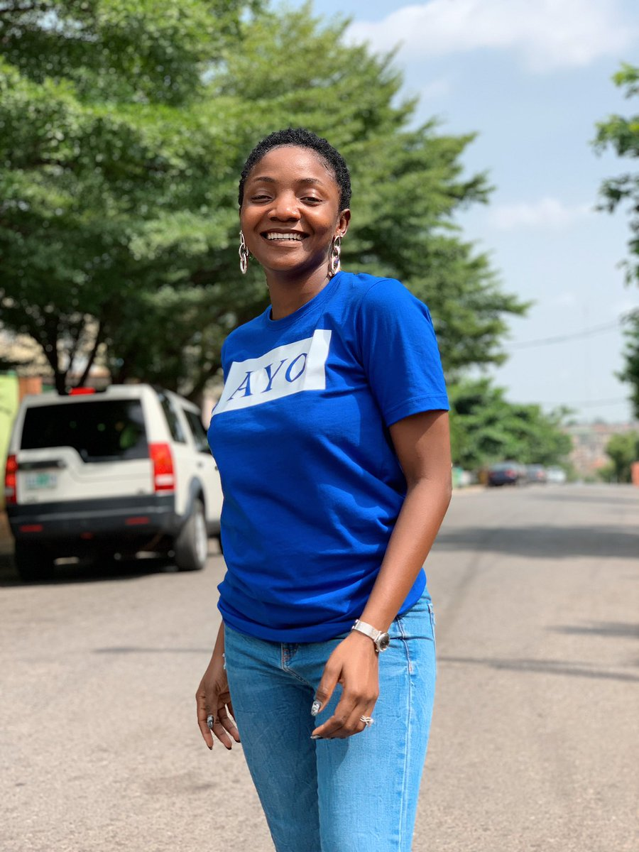 D5MIiSkWkAI64pR - [Photo]: Simi Wears New Look