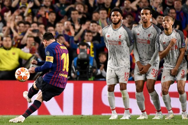 ميسي يقود برشلونة للفوز بثلاثية على ليفربول ويضعه على أعتاب النهائي 29