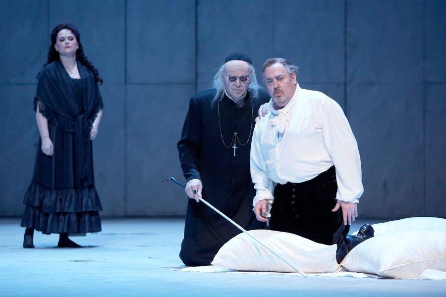 """test Twitter Media - Peter Konwitschnys Inszenierung von Verdis """"Don Carlos"""" ist ab 26. Mai zurück auf der Bühne! Don Carlos wird von #PavelČernoch gesungen, Elisabeth de Valois von @liannahar. #ElenaZhidkova ist La Princesse d'Eboli. -> https://t.co/mBGdpfGwTV (Mai-Special: https://t.co/QC503Z6lbX) https://t.co/TKBCRDpJqO"""